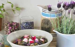 How to Keep Your House Fragrant During Winter Season - oil and plants