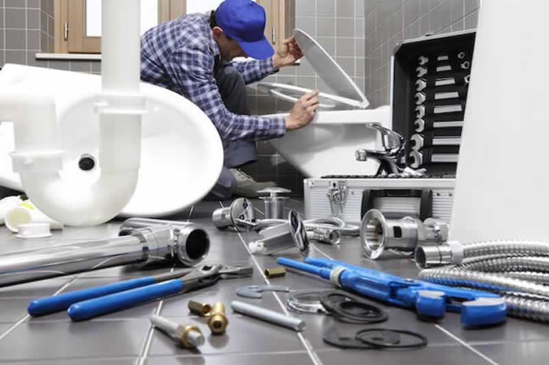 Things to Look Out For With a Plumber in a City