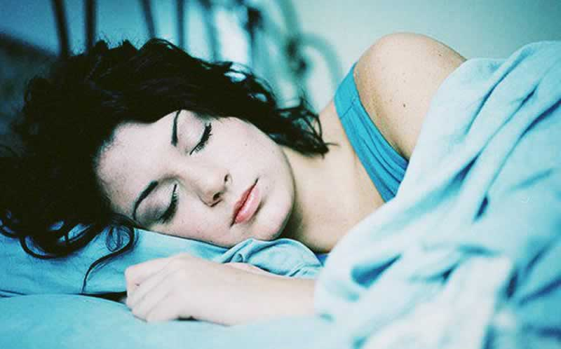 7 Clever Tricks to Help You Fall Asleep in the Blink of an Eye