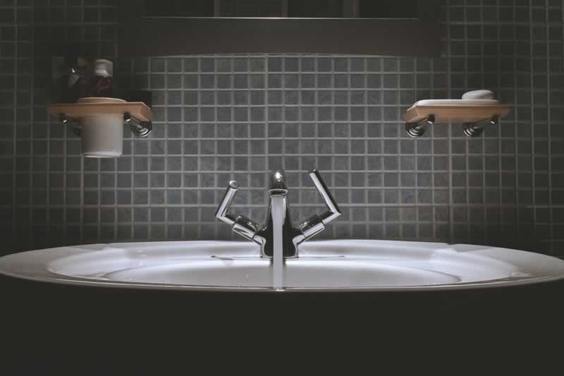 Practical Handyman Tips That Will Keep Your Bathroom Working Well - faucet