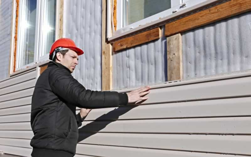 These Are the Essential Siding Tools for DIY