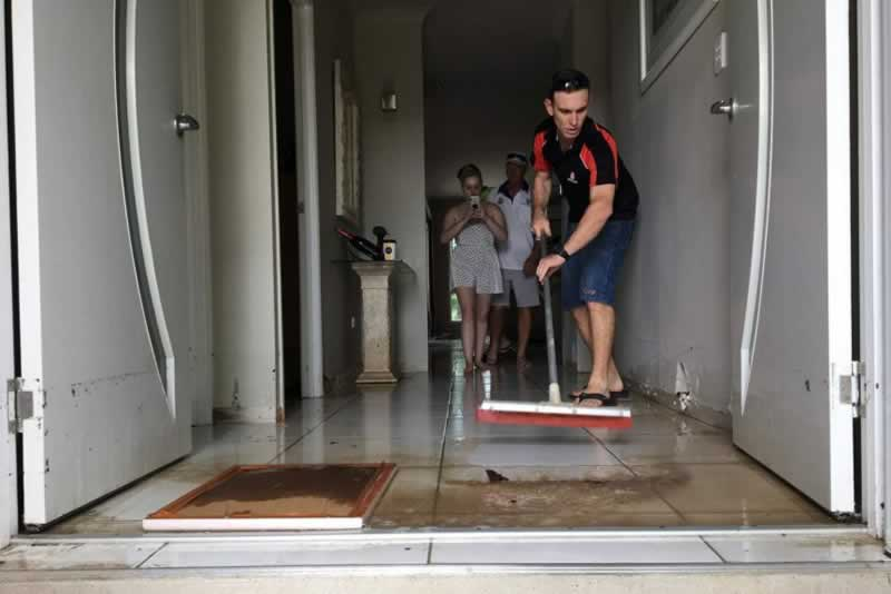 What To Do When Your House Floods - cleaning
