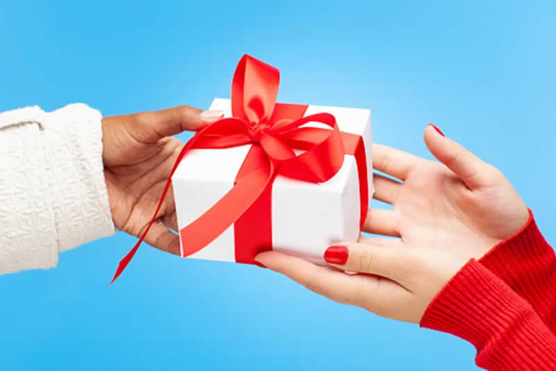 A Saver's Guide To Gifts That Keep On Giving - giving