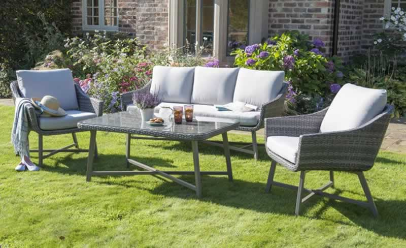Choosing the Right Outdoor Furniture for Your Garden