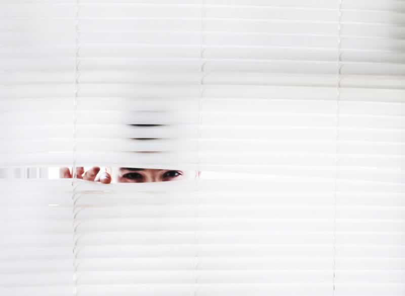 How to Put Up Venetian Blinds With Ease