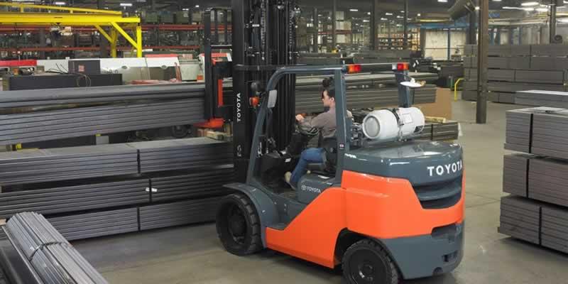 Repairing A Damaged Forklift Truck - forklift