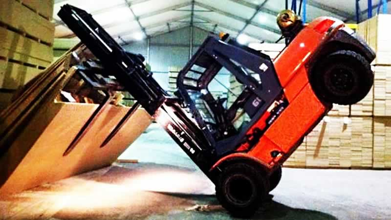 Repairing A Damaged Forklift Truck
