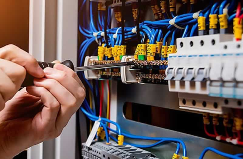 5 Ways to Determine if Your Office Requires Electrical Maintenance - fuse box