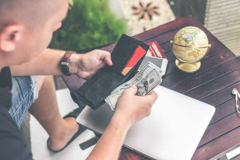 Cut Down Your Monthly Expenses Using These Easy Ways - cash