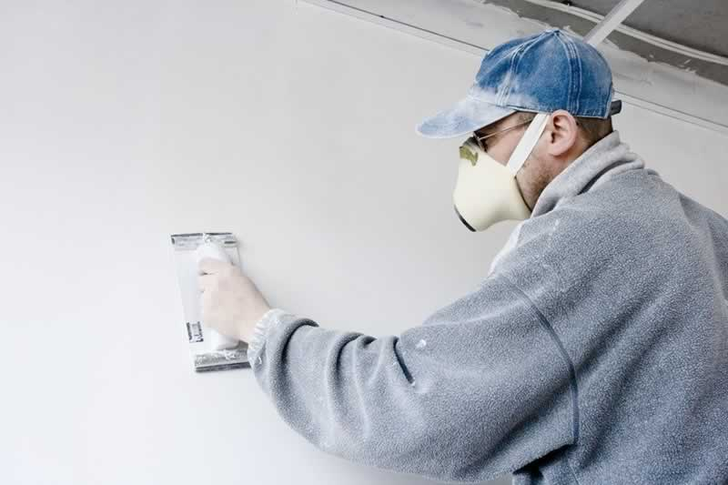 How to Apply Wallpapers On Walls in 5 Easy Steps - smoothing