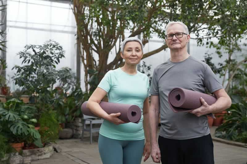 How to Ensure Your Parents Stay Active in Their Golden Age - parents