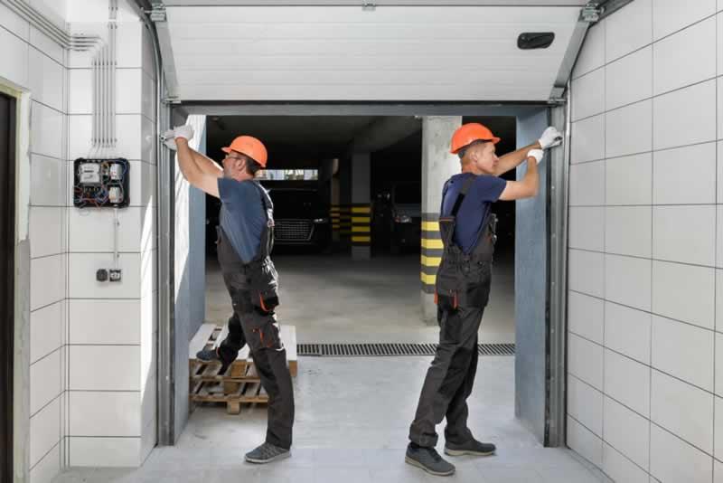 How to Find a Garage Door Repair in Chicago - repairing