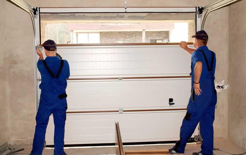 How to Find a Garage Door Repair in Chicago - repairmen