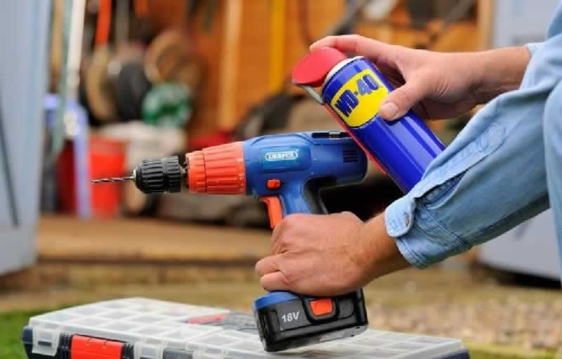How to maintain your power tools - lubricating