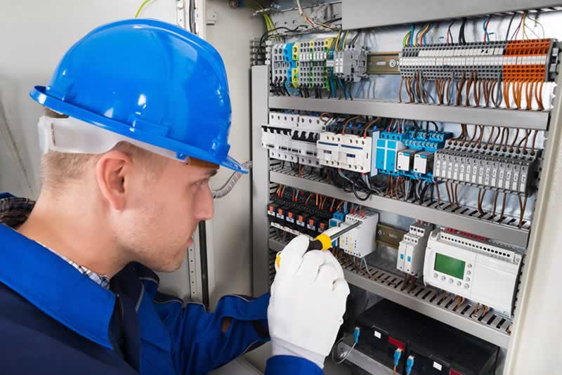 What To Expect From A Gold Coast Electrician - electrician