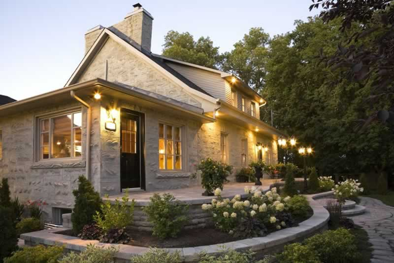 5 Things You Can Do To Increase Your Home's Curb Appeal - amazing front yard