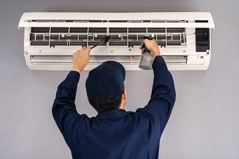 Benefits of Heating, Ventilating, and Air Conditioning Repair Engineers in Clinton IA - repairman