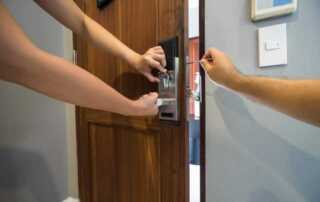 Best Local Portsmouth, Hampshire Locksmith For Speed And Price - fixing lock