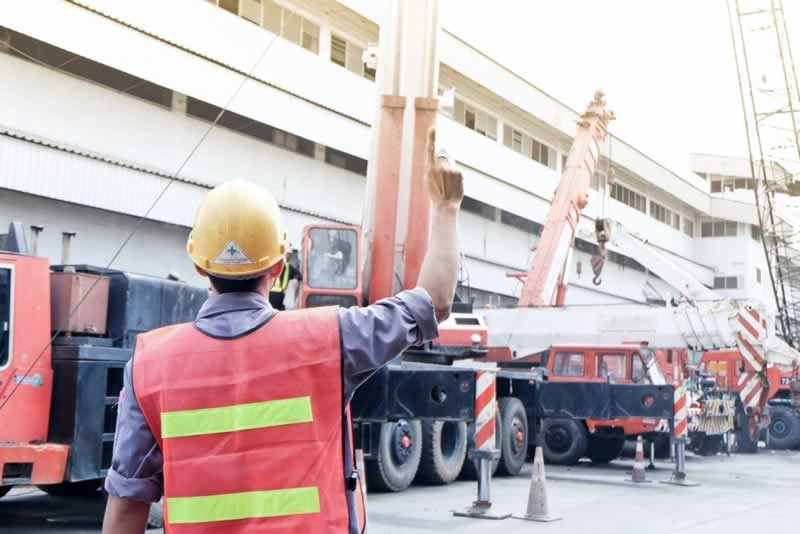 Essential Hand Signals for Crane Operators - pointing