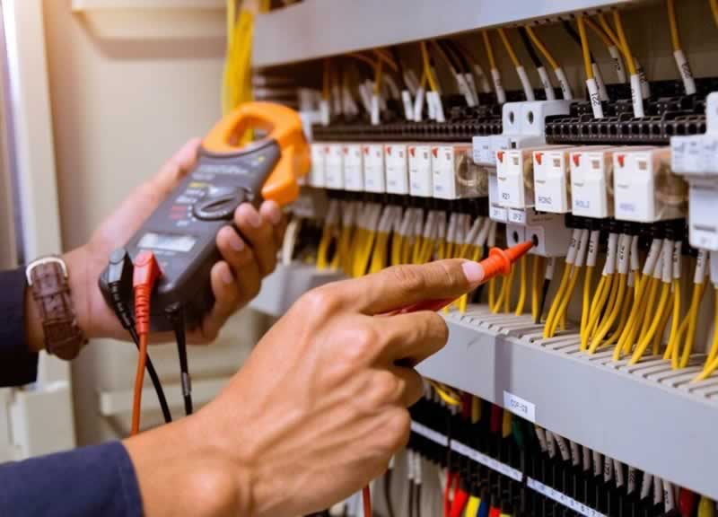 Finding an Electrician in Inner West, Sydney and What to Expect - fixing fuses