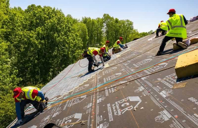 How to Fix Leaking Roof - roofers