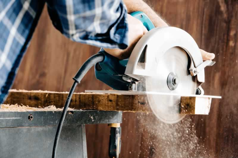 Safety measures to be taken by woodworkers - cutting