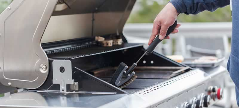 The Complete Guide to DIY BBQ Repair - cleaning the grill