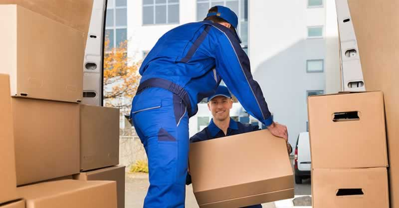 Useful Guidelines for Hiring and Training New Moving Crews - loading boxes