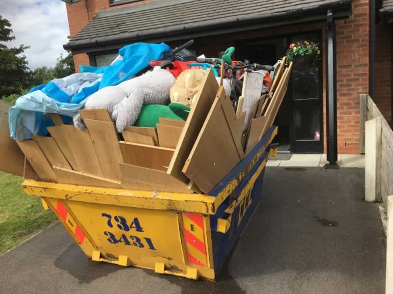 Why Hiring a Skip Bin is Beneficial for Businesses - full skip