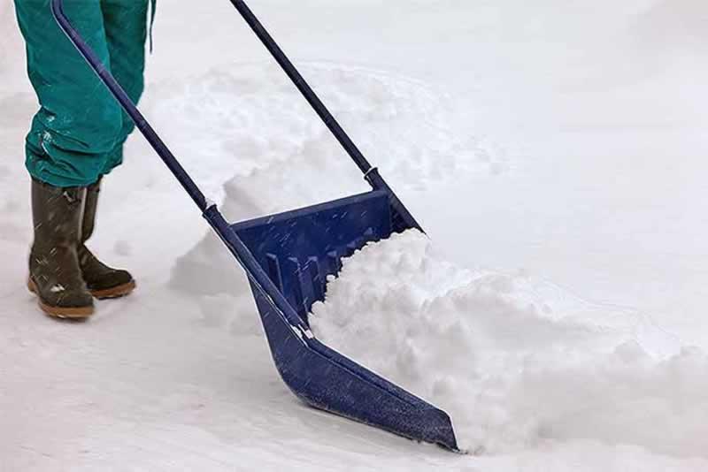 3 Tips For Choosing The Best Snow Shovel For You - large snow shovel
