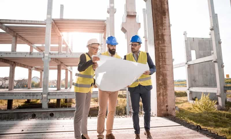 4 Essential Considerations When Hiring a Project Contractor