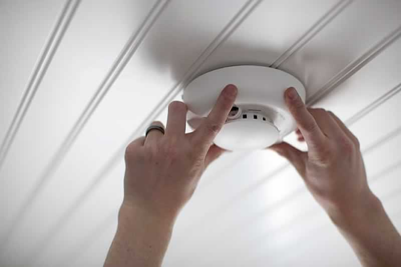 8 Things All Homeowners Must Know - smoke detector