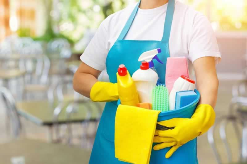 Cleaning contracts in Melbourne - cleaner