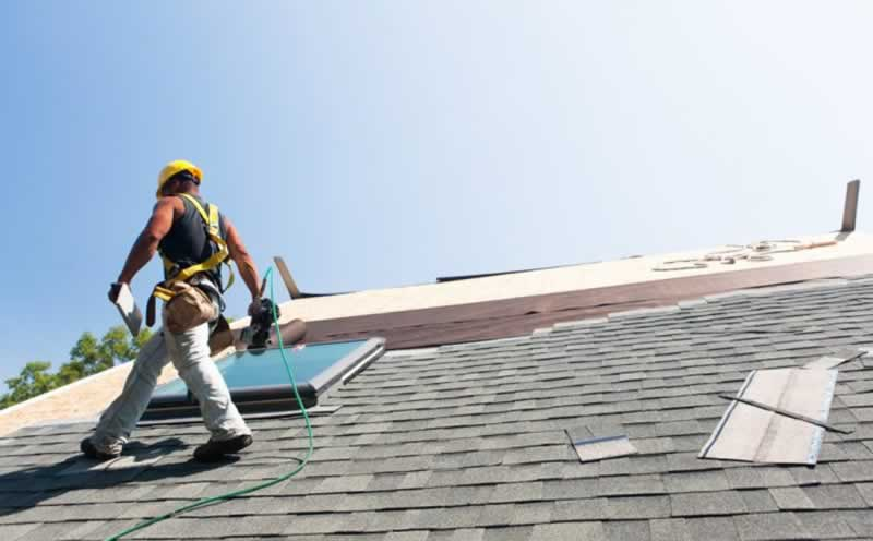 How Can You Avoid Big Problems With Your Roofing Contractor