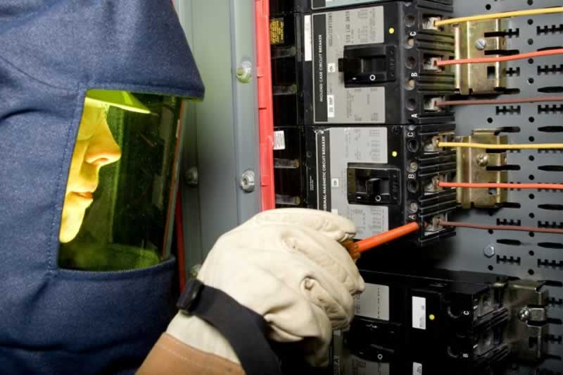 How to Observe Electrical Safety in The Workplace - de-energize