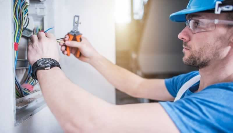 How to Observe Electrical Safety in The Workplace