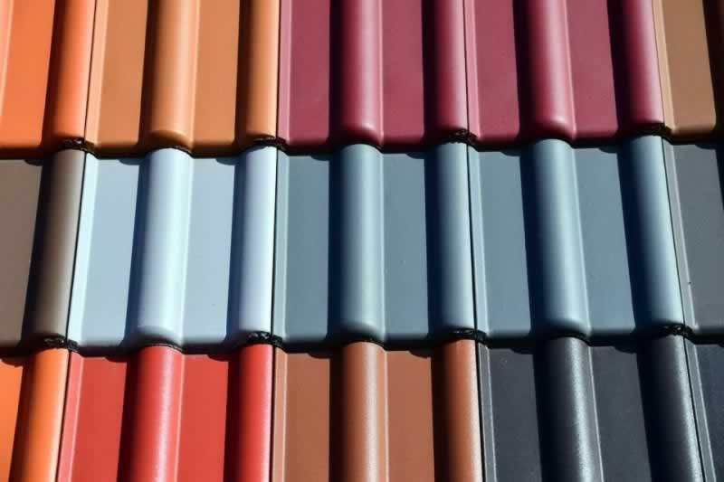 Should You Go For Lighter or Darker Roof Colors