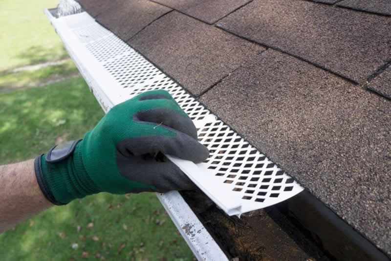 8 Features of a Good No Clog Cover for Gutters - installing cover