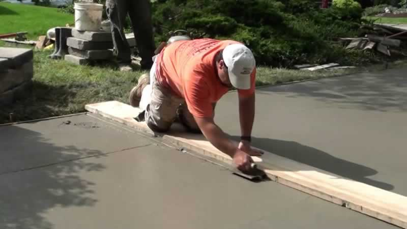 How to Pour a Concrete Driveway - leveling