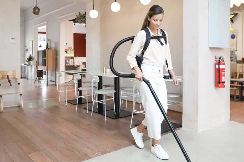 How to use backpack vacuums - front image