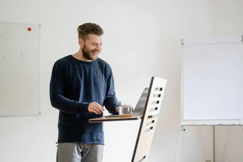 Understanding The Tremendous Benefits Of Using A Standing Desk