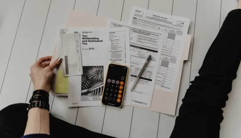 6 Essential Money Management Tips For Young Adults - budget
