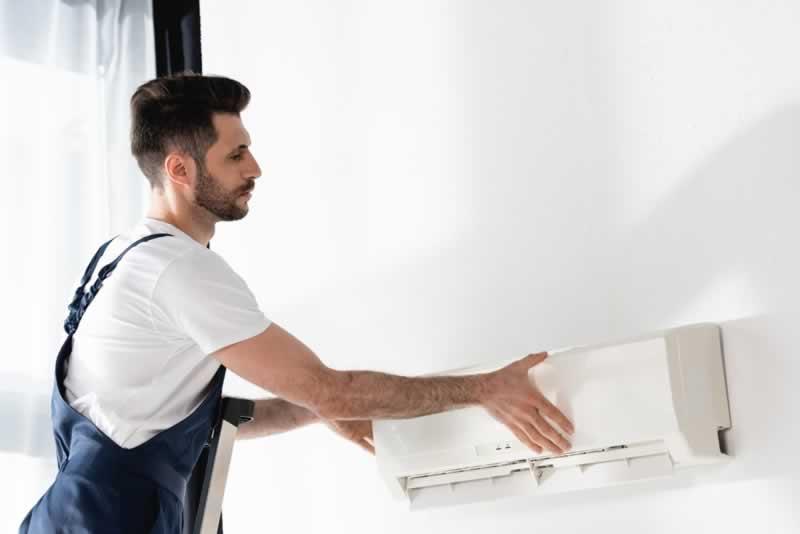 Reasons to Call an AC Repair Company - serviceman