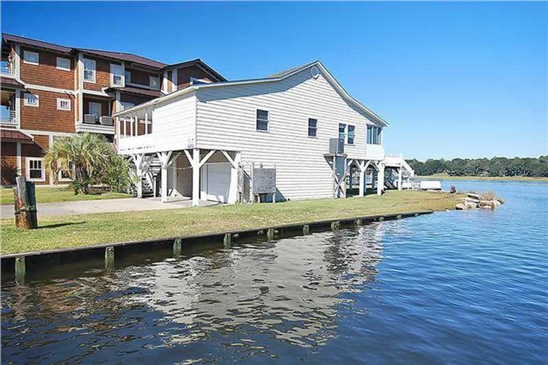 Why Should You Buy a Home on The Intracoastal Waterway - house