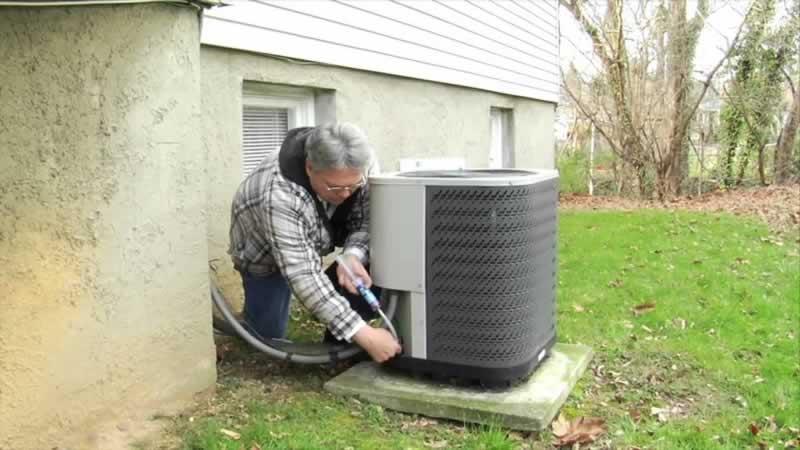 Why Your Cincinnati OH AC Needs Repairs - Find Cincinnati AC Repairs - fixing AC