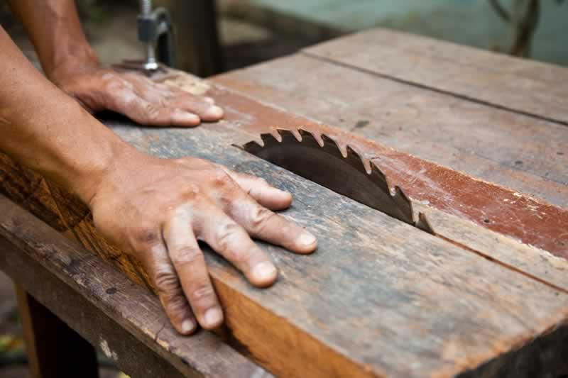 12 Asztalfűrész famegmunkálásával kapcsolatos biztonsági tanácsok