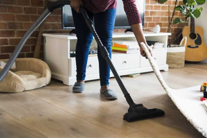 5 DIY House Cleaning Tips - vacuuming