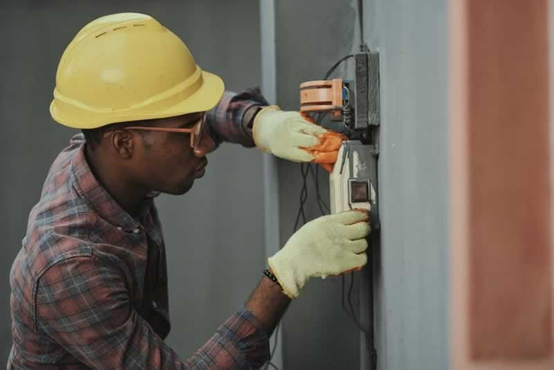 7 Important Things You Have To Know About Electrician Services