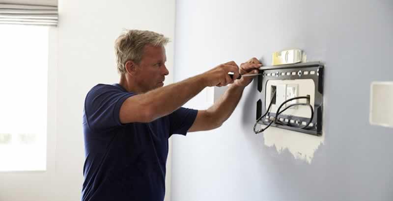 Atlanta TV Install Expert Explains How to Mount a TV - plate