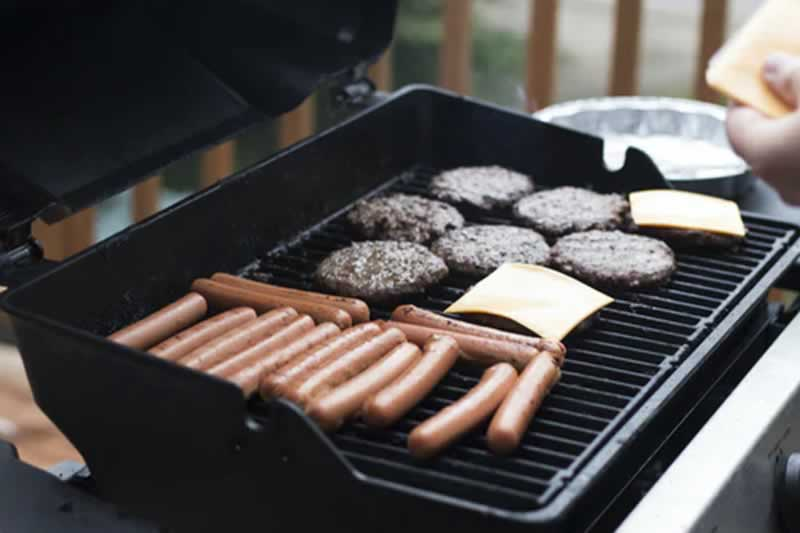 How To Design The Perfect Backyard For Your Family To Spend Time In - bbq